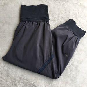 Lululemon Black Gray Cuffed Pants Size 8 Pockets